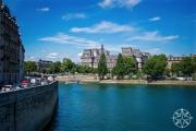 <h5>Hôtel de Ville on La Seine, Paris, France</h5>