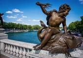 <h5>Pont Alexandre III statue, Paris, France</h5>