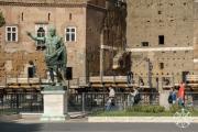 <h5>Julius Caesar statue, Rome, Italy</h5>